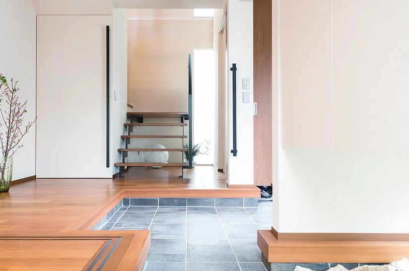 two toned hallway in laminate and vinyl modern hallway